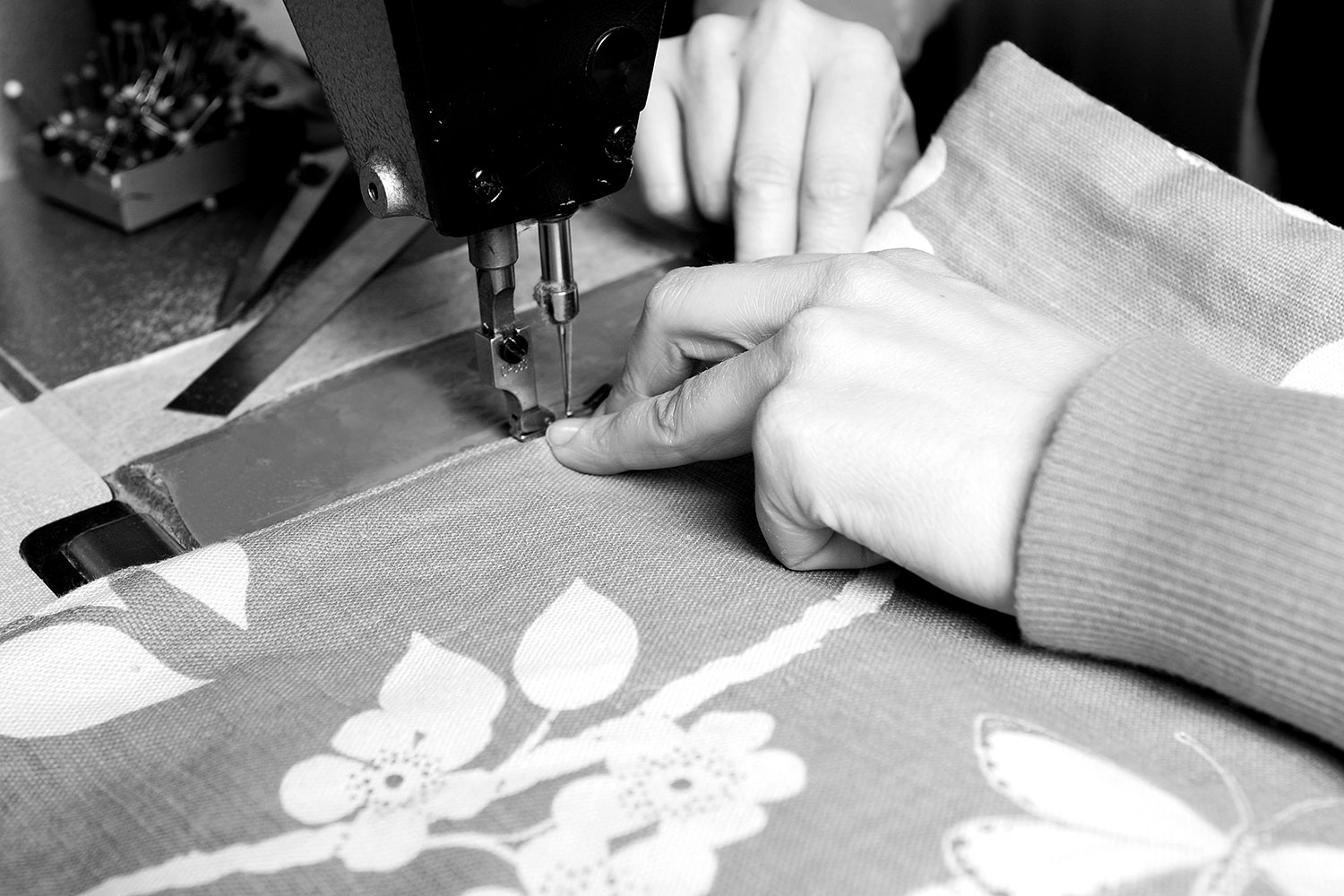 sewing_machine_close_bw